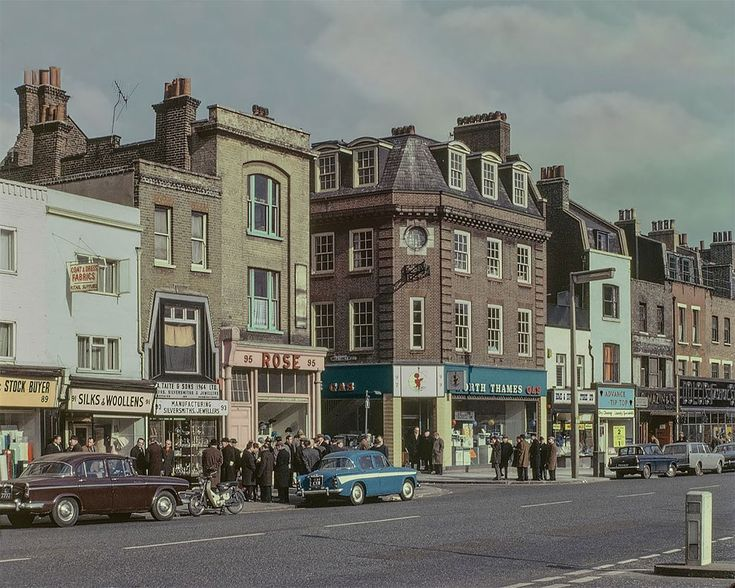 """The East End In Colour"": Rare And Gorgeous Kodachrome Photographs Of London In The 1960s And 1970s – Design You Trust"