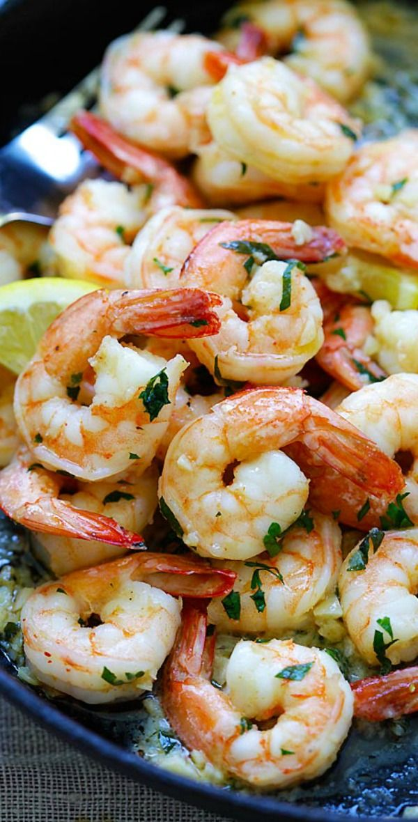 Shrimp Scampi - the BEST shrimp scampi recipe you'll find online. Crazy delicious garlic butter shrimp on skillet, takes 15 mins, so easy | rasamalaysia.com