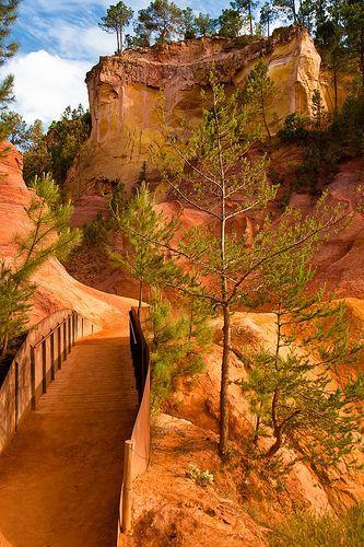 France - Provence Côte d'Azur - Carrières d'ocre de Roussillon. Photo Peter M Graham. Voir en grand format : http://farm3.staticflickr.com/2448/5783754045_ac3edc3fdb_o.jpg