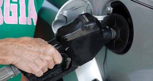 Here's How Crooks Steal Your Credit Card At The Gas Pump | Off The Grid News