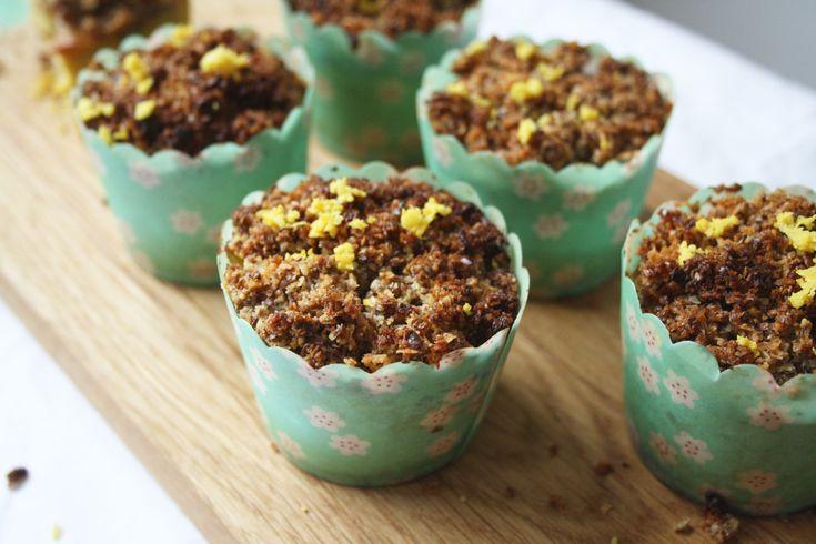 Wat doe je met een rijpe mango als je zin hebt in muffins? Niet zo moeilijk: je maakt mango muffins. Voor een bijzondere twist heb ik de muffinsopgepimpt met citroen (sap en rasp) en een topping van kokoskruimeldeeg. Té lekker! Het klinkt misschien ingewikkeld, maar het valt reuze mee. Je kunt het cakebeslag en het... Continue reading →