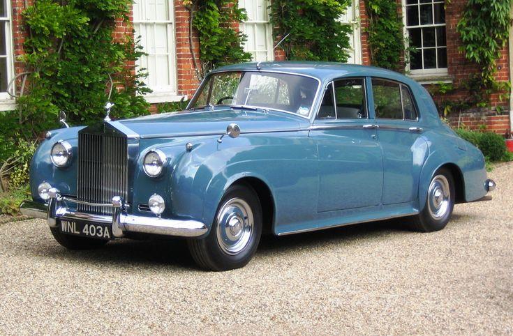 Rolls-Royce Silver Cloud (1955-1966)... http://en.wikipedia.org/wiki/Rolls-Royce_Silver_Cloud