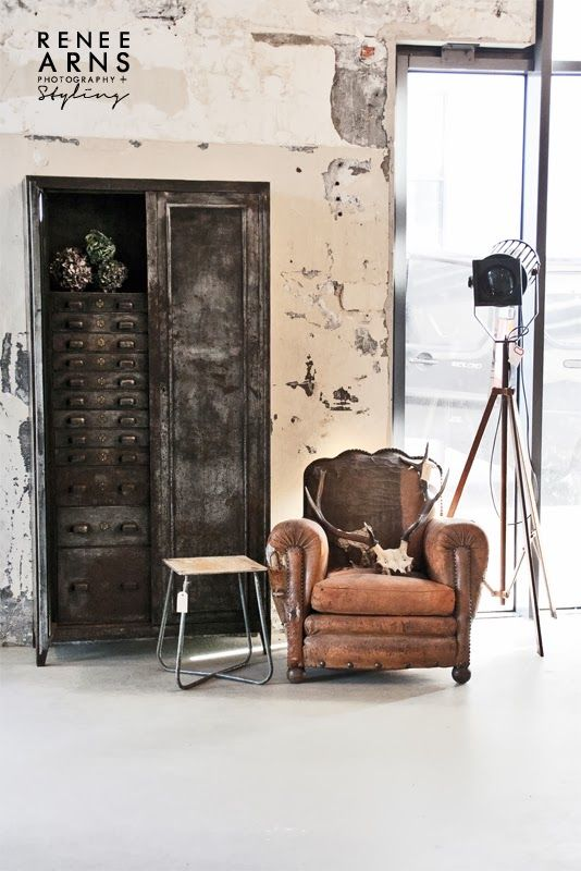 Style industriel / industrial decor. Garage with an industrial Style. The trend for 2015. Get ideas to optimize your space. Keek it cool and trendy. Greys, brouns, cooper, and industrial textures. see more tips at : www.homedesignideas.eu