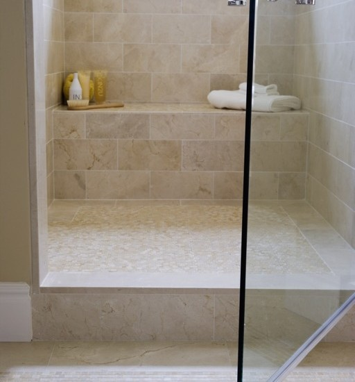 Nice neutral colors for the shower