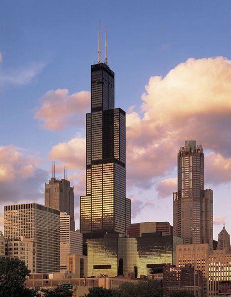 """Willis Tower (1973 - Chicago, Etats-Unis) : 527m Non, ce n'est pas une tour en hommage à Bruce Willis dans """"Piège de Cristal"""" mais une référence à l'assureur Willis Group Holding, locataire de l'édifice. On comprend votre déception. Crédits photo (creative commons) : Soakologist"""