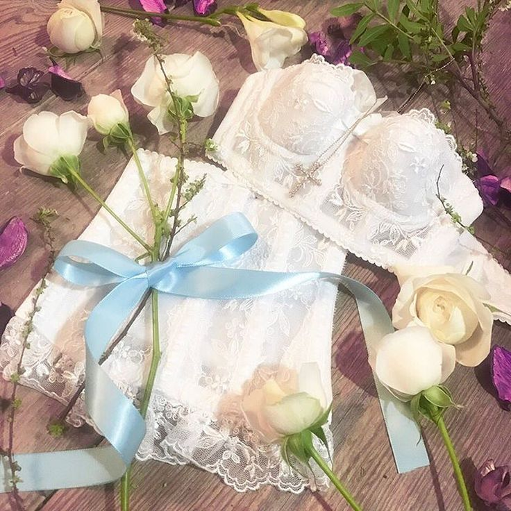結婚準備 ready for special day!  ・  ・  プロポーズを受けて、結婚式に向けて準備が始まります。  #ドキドキ  #ワクワク  白いバラの花言葉のように、ウェディングドレスを着るその日まで、  #純粋 で #無邪気 な気持ちを忘れずにいたいですね~♩  ・  ・  ・  #セモア #cestmoi #cestmoi_bridal #bridalinner #ブライダルインナー  #セモアブライダル #セモアブライダルインナー