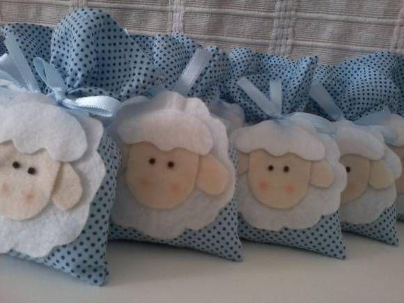 Sachê ovelhinha em feltro com cheirinho de nenê. Podendo ser feito em outras cores,temas e cheiro de sua preferência.