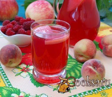 Компот из персиков, яблок и малины с мелиссой
