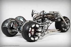 paul jr designs gears of war 3 bike #motorcycle #design