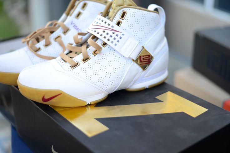 Nike Zoom LeBron V (White/Gold)  Size Deadstock