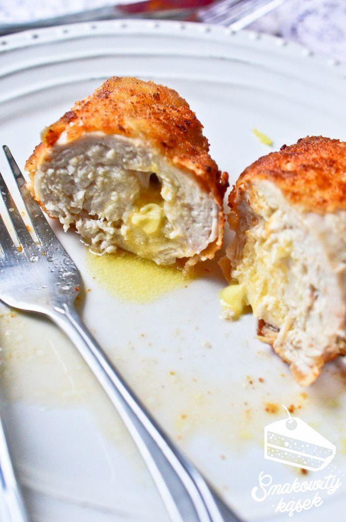 Devolay (dewolaje) to piersi z kurczaka, z masłem, które smaży się na rumiano.. Kotlet de volaille jest soczysty i pyszny. Devolay przepis krok po kroku.