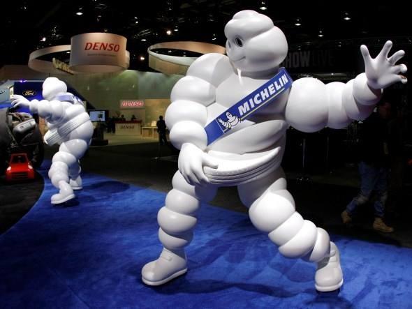 """O nome Bibendum tem origem na frase latina """"Nunc est bibendum"""" (Bebamos agora). Antes mesmo da criação do mascote, André Michelin costumava pronunciar a frase """"O pneu bebe o obstáculo"""" como forma de defender as qualidades dos pneus de sua companhia."""