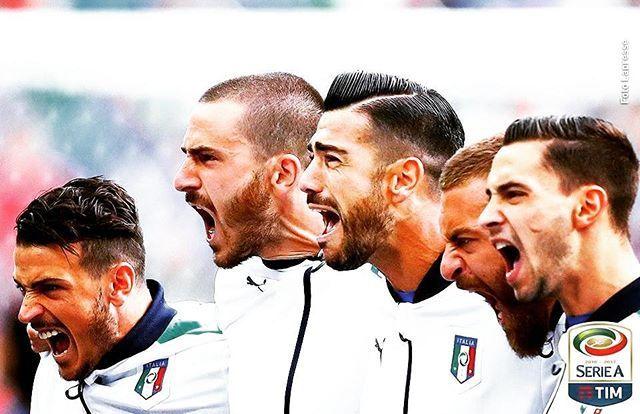 Los italianos cantando el himno de su país en la Euro. Esta fue elegida como la imagen del año del 2016 en votación en Twitter (Juezcentral) #Italia #juezcentral