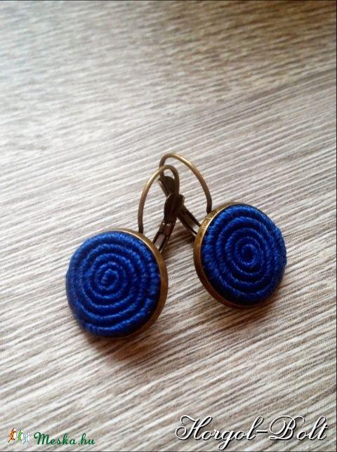 Kék, csigavonalas fülbevaló (aHorgolbolt) - Meska.hu