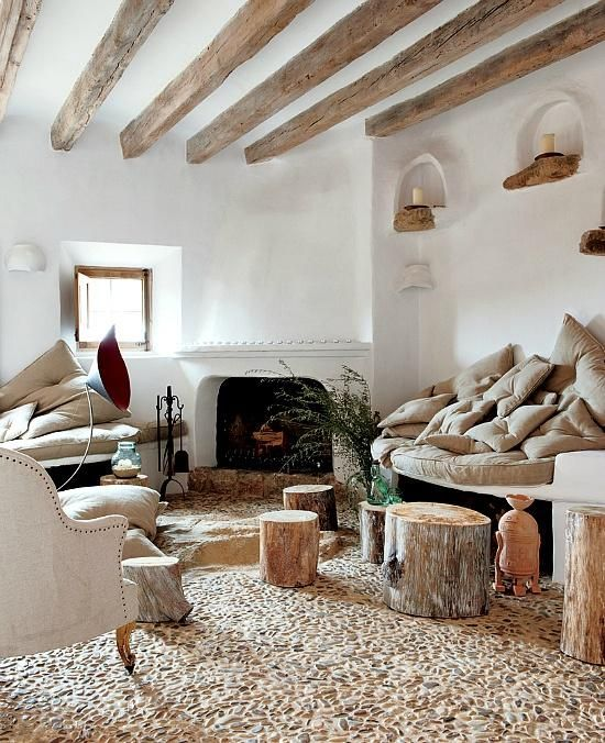 El encanto de decorar con vigas de madera http://www.icono-interiorismo.blogspot.com.es/2015/03/el-encanto-de-decorar-con-vigas-de.html