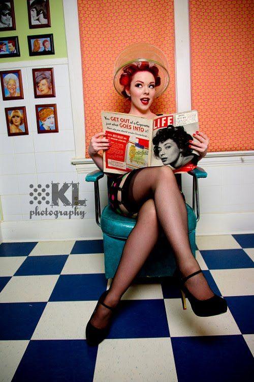 Retro beauty salon... definitely on my pinup photo shoot to do list!!
