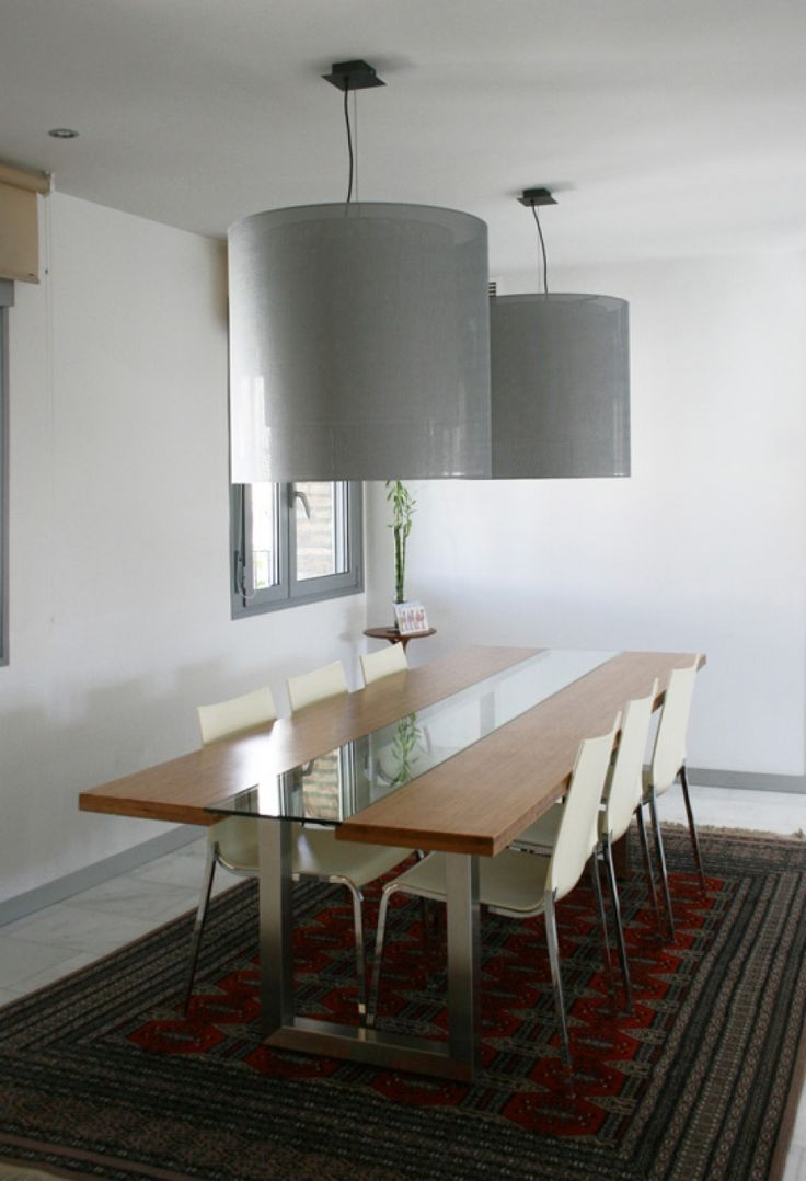 Diseño y fabricación de mesa de comedor a medida de madera de bambú, acero inoxidable y vidrio