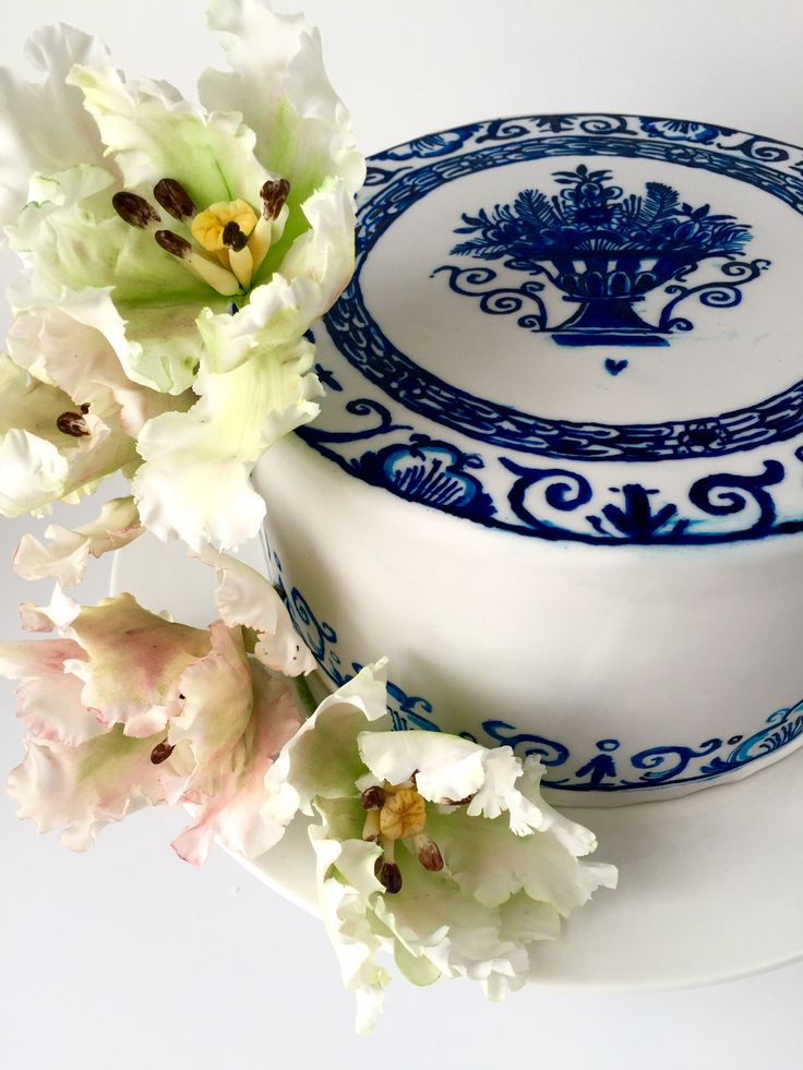 Hand painted Delft blue cake in edible paint with parrot tulips sugarflowers