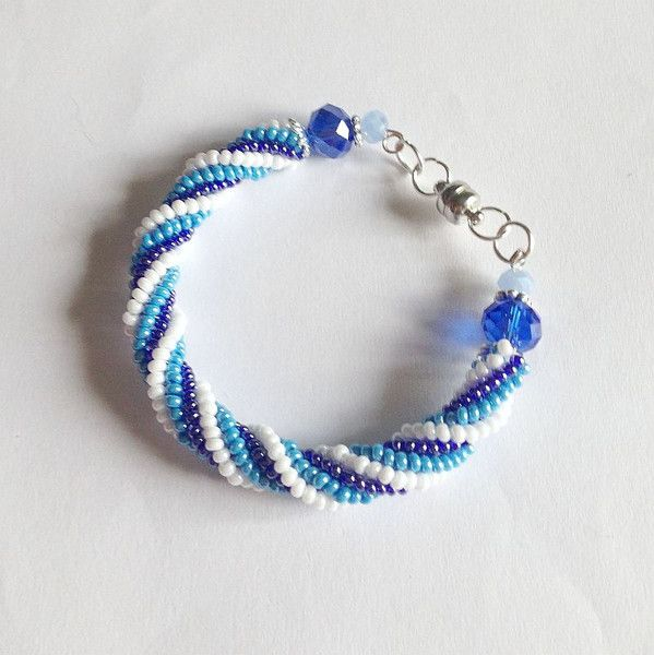 Braccialetti - Bracciale spirale Herringbone bianco azzurro blu - un prodotto unico di lapietrabludiavalon su DaWanda