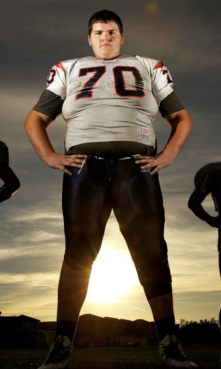 7-foot, 440 pounds: Largest football player still in high school  By Associated Press October 7, 2015         LOS ANGELES — John Krahn is among the biggest football players ever to don pads and a helmet. And he's still in high school. At one point, the offensive lineman — who started his senior seaso…