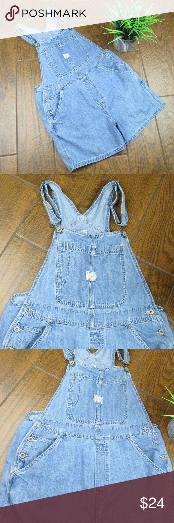Medium Overall Shorts Old Navy Denim 100% Cotton Old navy Denim Short Overalls Size Medium 100% Cotton Preowned but in great condition Waist is 18 inches across Inseam is 4 inches  Add to a bundle for an automatic discount  Colors may very due to lighting, seller does its best to portray the right color. Please inspect all photos.  #Q003 Old Navy Shorts Jean Shorts