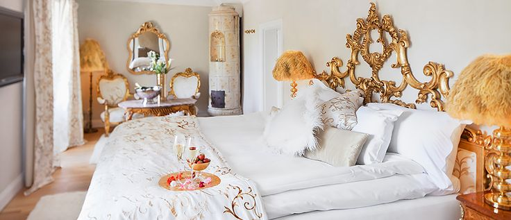 Room 2. A stunning room with an exclusive garden and a bathroom with a big round bath tub. Great for romance.