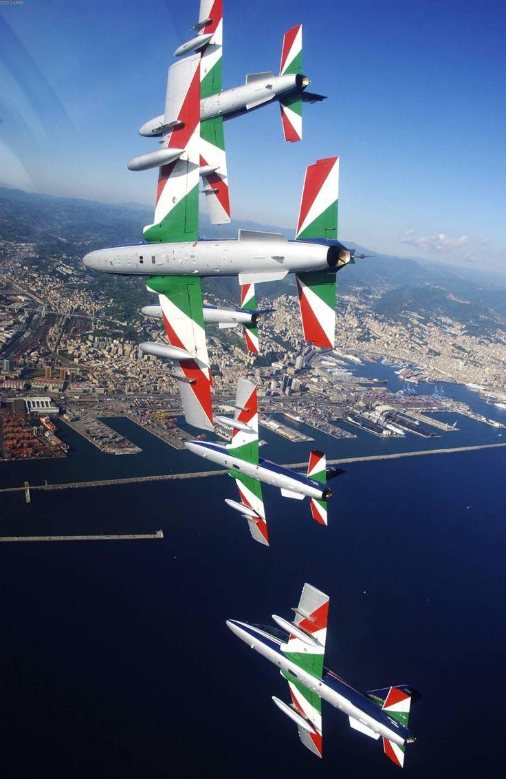 Los Flechas Tricolores del Ejército del Aire italiano, el emblemático escuadrón cuya propuesta se vio obligado a rechazar el capitán Massimo Tizzi para no alejarse de su hijita. EN LA TOSCANA TE ESPERO