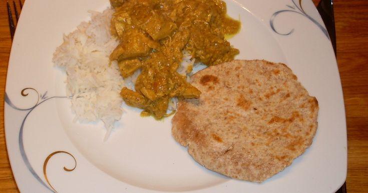 Indisk rätt som jag ofta och gärna återkommer till. Ikväll tillagat på båt. Serveras med jasminris och naanbröd.