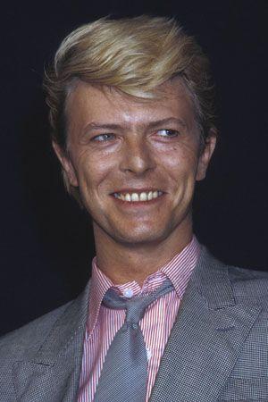 1983年5月、カンヌ国際映画祭『戦場のメリー・クリスマス』記者会見にて。