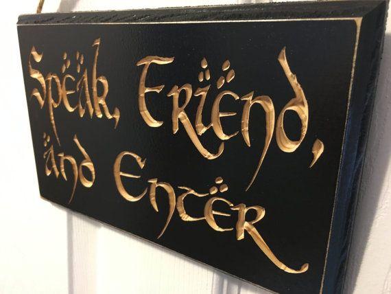 Gravé porte cintre signe - le Hobbit & le Seigneur des anneaux inspirés - citation de J.R.R. Tolkien - parlent, ami et entrez CNC - LOTR - sculpté