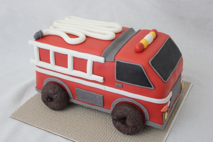 because firefighters and fire engines are cool - by Cake Occasion
