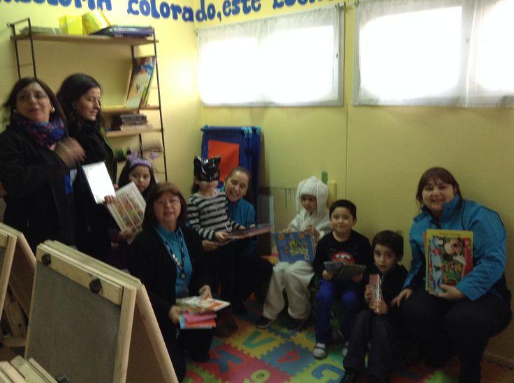 """@Voluntelefonica de Punta Arenas entregando regalos x el día del niñ@ en el Jardin Infantil """" Hipaiyefacel"""" (de la Fundación Integra), que en lengua Yámana significa """" Niños ángeles de la guarda""""."""