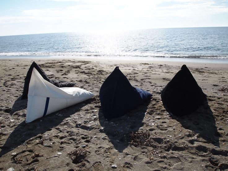 Pufs de vela reciclada y de lona náutica para exterior.