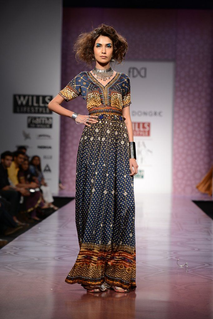 ANITA DONGRE AT WILLS INDIA LIFESTYLE Anita Dongre showcases an eclectic and earthy collection that is bohemian to its very soul. Shop her previous collection at http://www.perniaspopupshop.com/designers-1/anita-dongre #anitadongre #amazing #designer #bohemian #beautiful #willsindiafashionweek #WIFW #fashionweek #fabulous #earthy