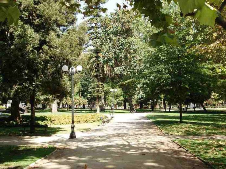 Parque Forestal, Santiago - by Ricardo Hevia Kaluf:Wikimedia