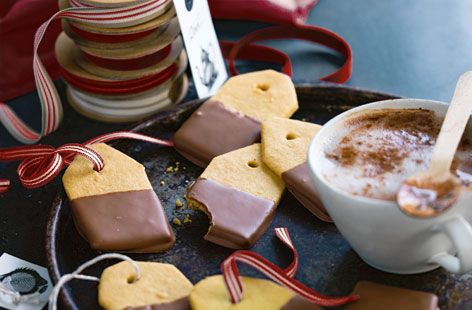 Christmas biscuit labels. Looks easy peasy.