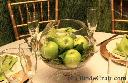Rosh Hashana - apple centerpiece - I'd add some pomegranates.