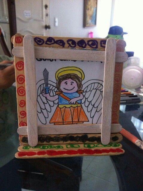 Regalo de mi hijo de 4 años a un amigo del preescolar :D.  San Miguel Arcángel