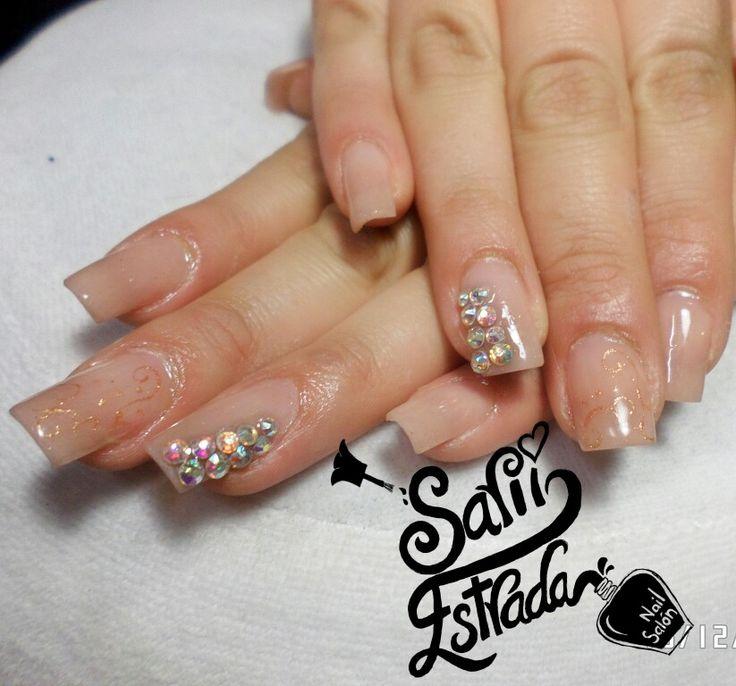 $ 180.   Uñas acrílicas Esculturales. Punta cuadrada. Nude nails beige. Swarovski. Grecas. Organic Nails. Desing by Sarii Estrada