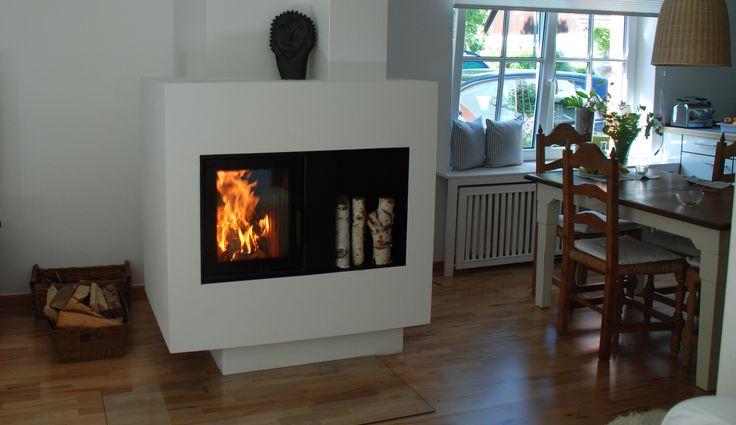 Der Ofen besticht durch seine spezielle, moderne Form. #Kachelofen #KachelofenModern #Fireplace www.ofenkunst.de