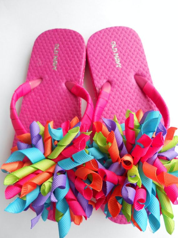Bright summer boutique style flip flops with matching korker pony o by allthingsgirlybows on Etsy