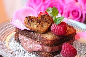 Maistuvia lättyjä KultaKaurasta Uotilan tapaan. Tässä reseptissä kotimainen kaura, marjat ja suklaa kohtaavat toisensa.
