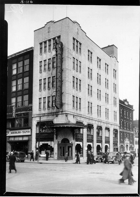 Magasin Archambault,  1 avril 1936 coin Berry & Ste-Catherine