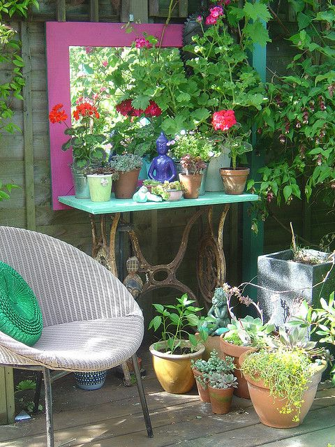 .Plants Stands, Gardens Accessories, Sewing Tables, Old Sewing Machine, Gardens Spaces, Flower Gardens, Art Projects, Frames Mirrors, Mirrors Mirrors
