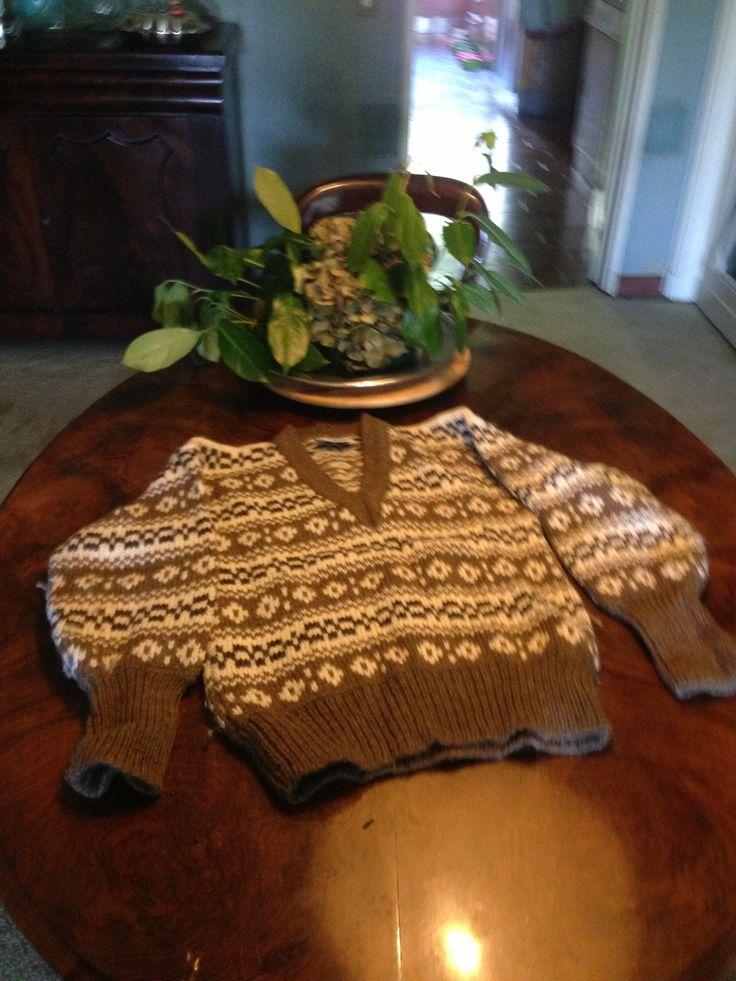 From #Denmark a typical knitted white and brown #rainproof #jumper from original #Icelandic #lopi