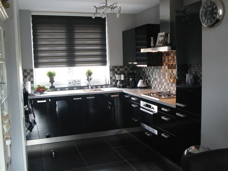 Moderne zwarte hoogglans keuken met @ETNA Keukenapparatuur