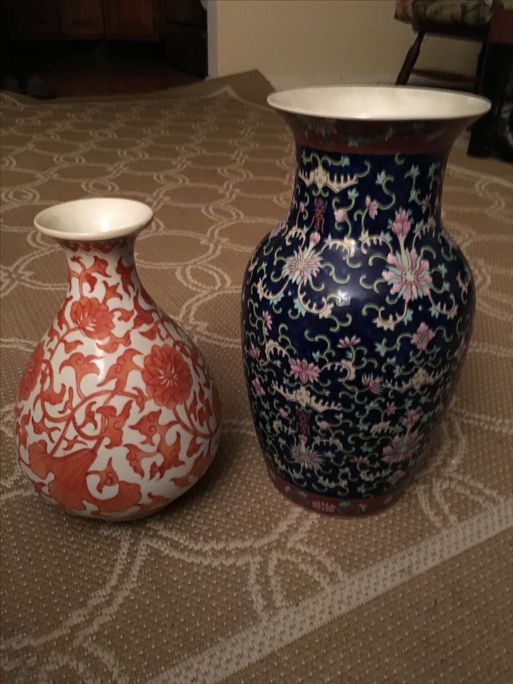 Two Asian vases. Hard to find out what they are but I know they are pretty !