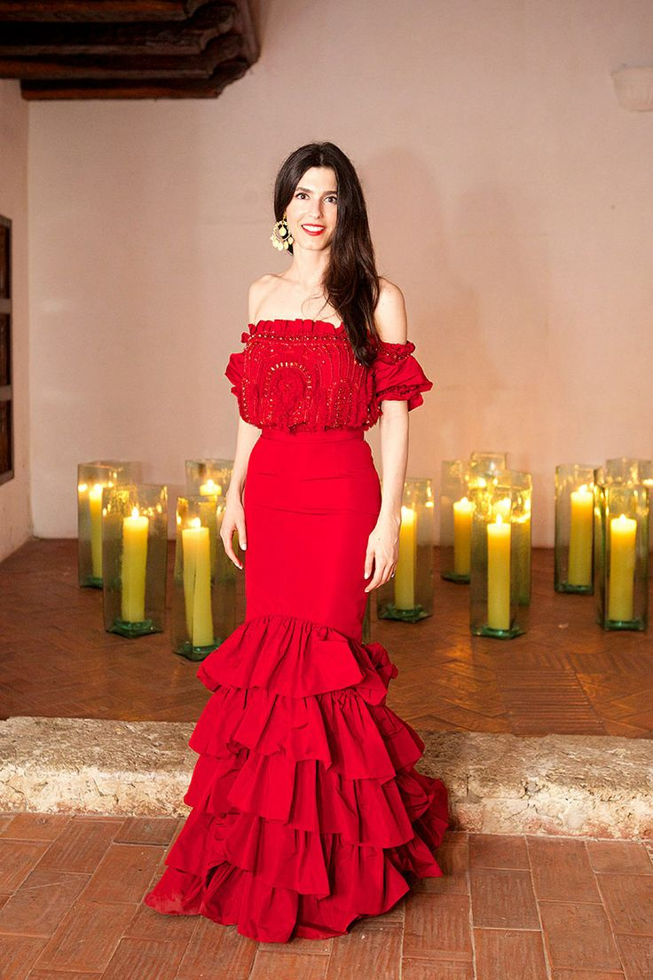 boda danielle corona y felipe echavarria. Con un vestido rojo sirena de Naeem Khan.