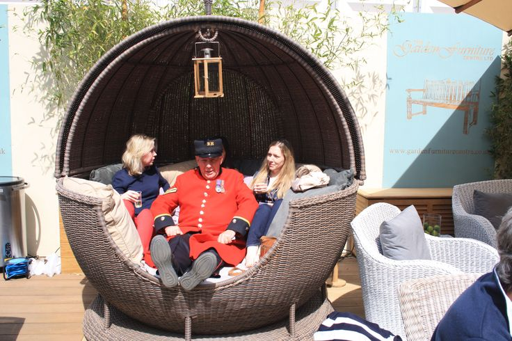 This Chelsea Pensioner was in no rush to move out of the rotating apple daybed