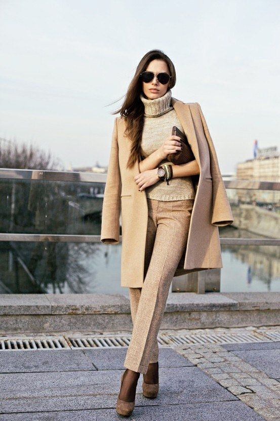 Одна из вещей базового гардероба - верблюжье  пальто. Примеры сочетаний.